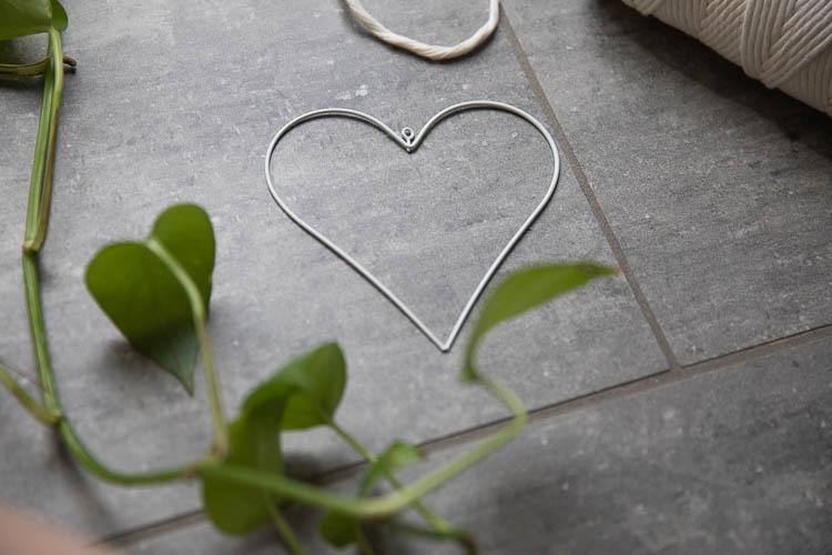 Metallhjärta vitt 13 cm