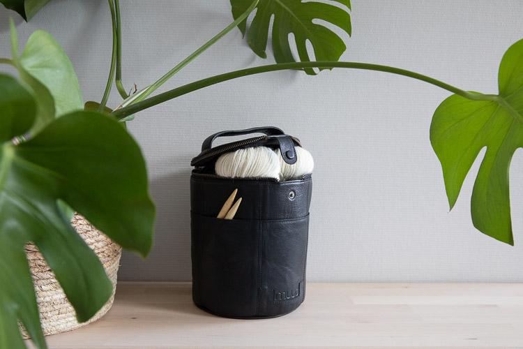 Muud Saturn Black - svart projektväska i läder