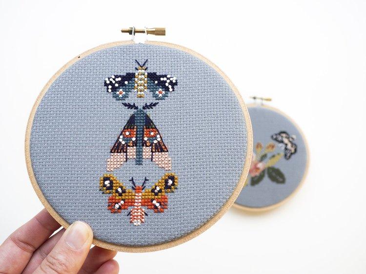 Junebug and Darlin - Broderikit Tavla - Moths