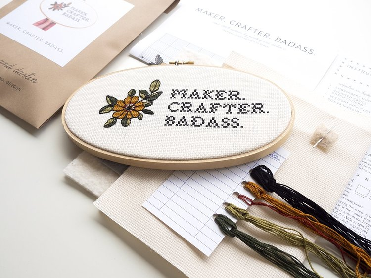 Junebug and Darlin - Broderikit Tavla - Maker Crafter Badass