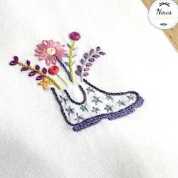Un Chat dans l'aiguille - Broderikit Kläder - Balade fleurie