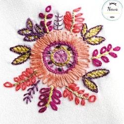 Un Chat dans l'aiguille - Broderikit Kläder - Flower of love