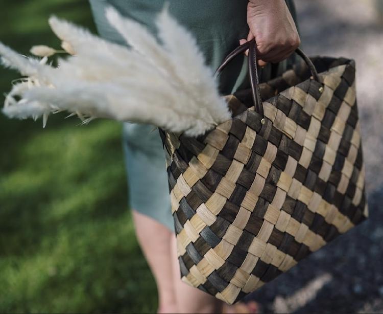 Liten Flätad väska Rut från Strömshaga