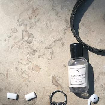 Handsprit i fickformat med doft