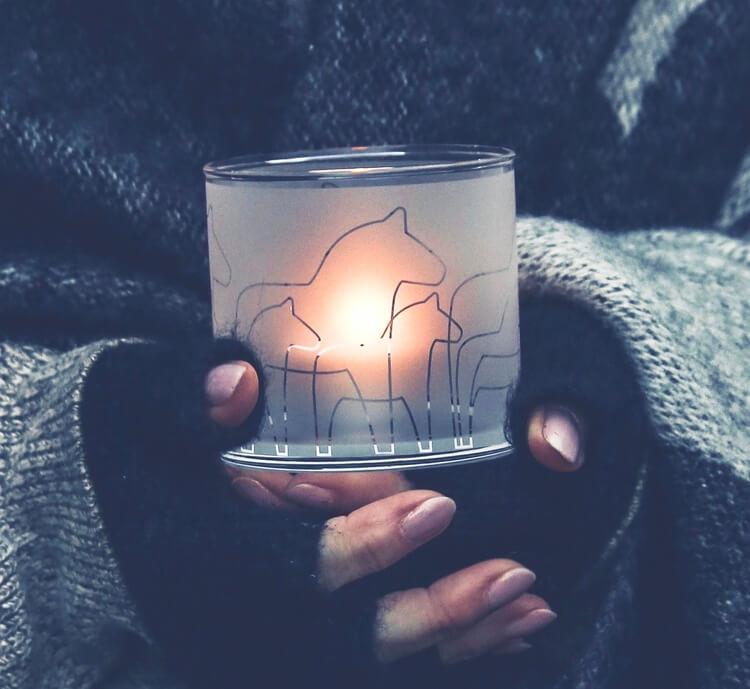 Glasljuslykta Dalahäst i frostad glas.