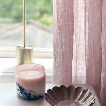 Doftljus Ella Pinky Peach blossom från Olsson & Jensen