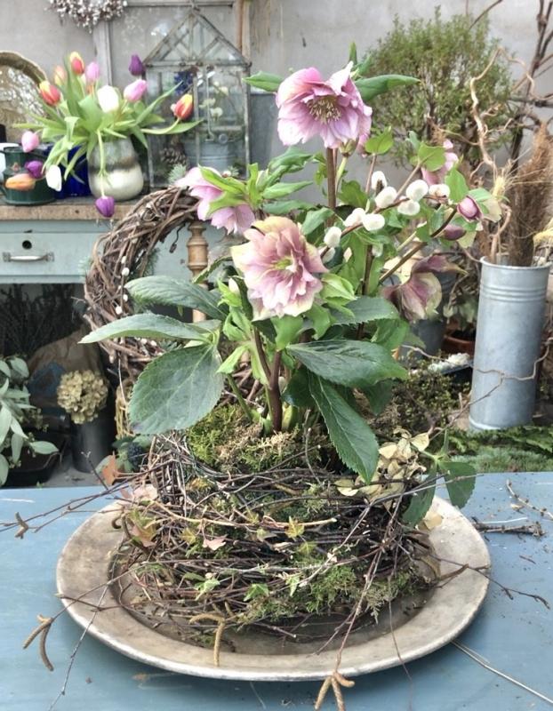 Gör ett krukskydd till dina fina blommor med en ful kruka
