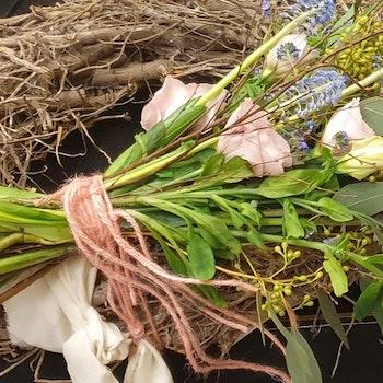 Bukettkrans med näpna kvistar
