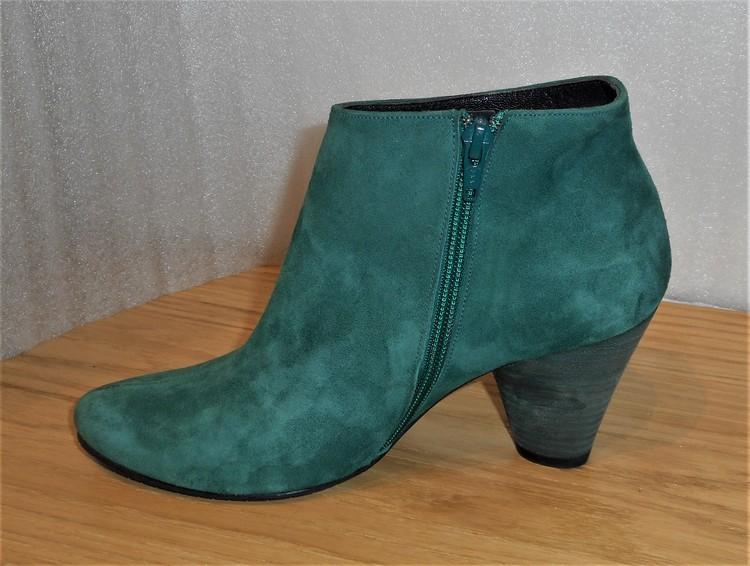 Grön mockaboots fabrikat Amante