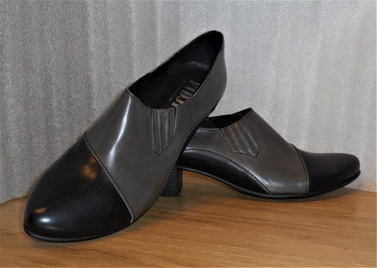 Svart/grå loafer med resår i sidan - fabrikat Fidji