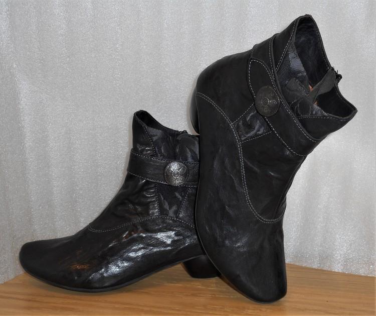 Svart boots fabrikat Think!