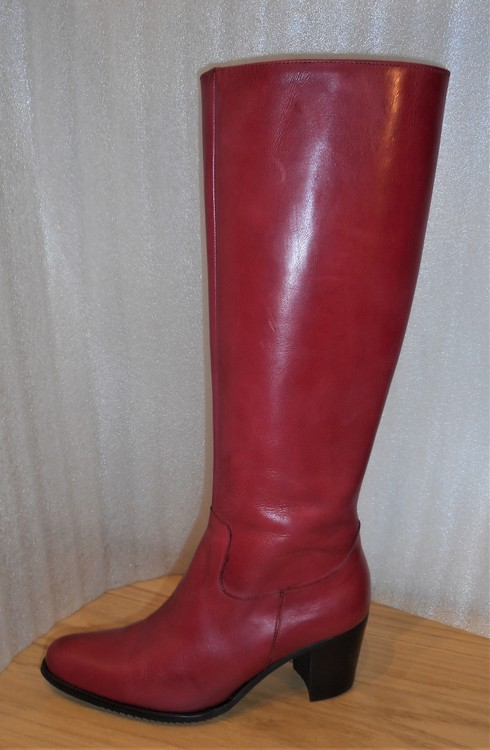 Röd skinnstövel fabrikat Amberone