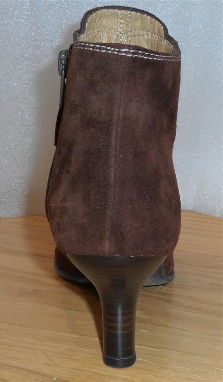 Brun mockaboots med naturfärgade stickningar - fabrikat Ferrerías