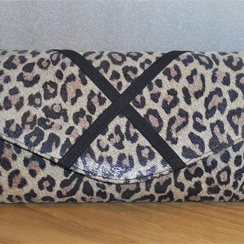 Kuvertväska med leopardmönster