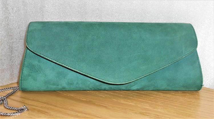 Kuvertväska i mörkgrön mocka