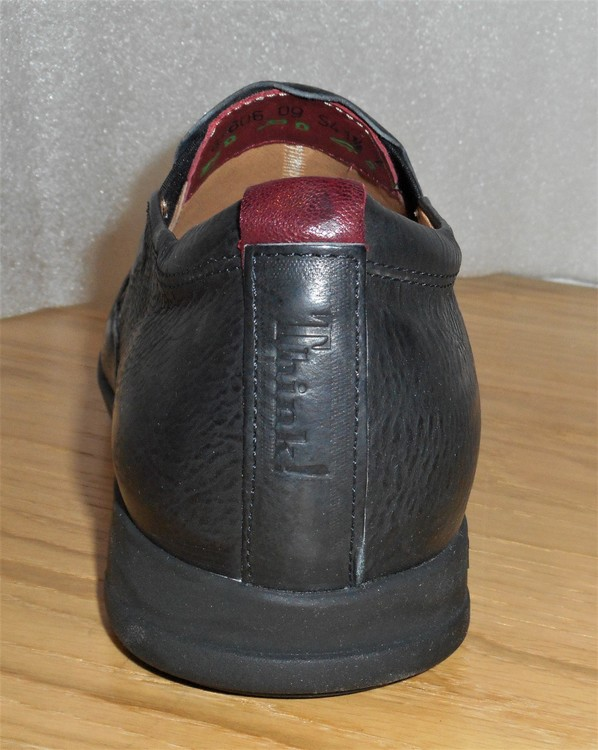 Svart loafer fabrikat Think!