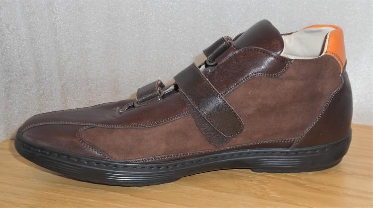 Mörkbrun sko med kardborreknäppning