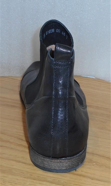 Svart boots med resårer - fabrikat Think!