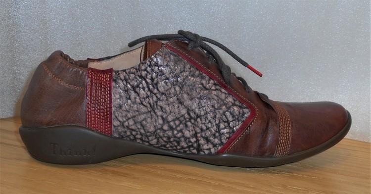 Snörsko i konjaksbrunt/multifärgat/rött - fabrikat Think!