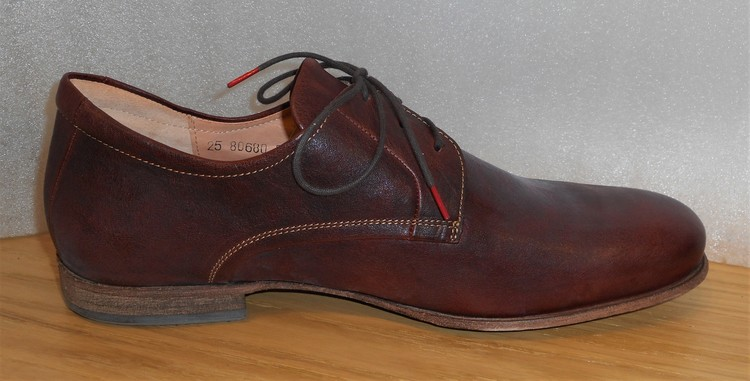 Konjaksbrun snörsko med lädersula - fabrikat Think!