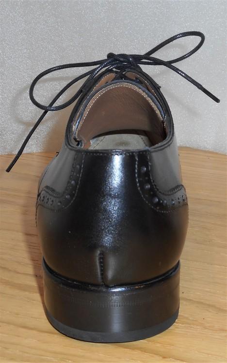 Svart snörsko med lädersula - fabrikat Umber