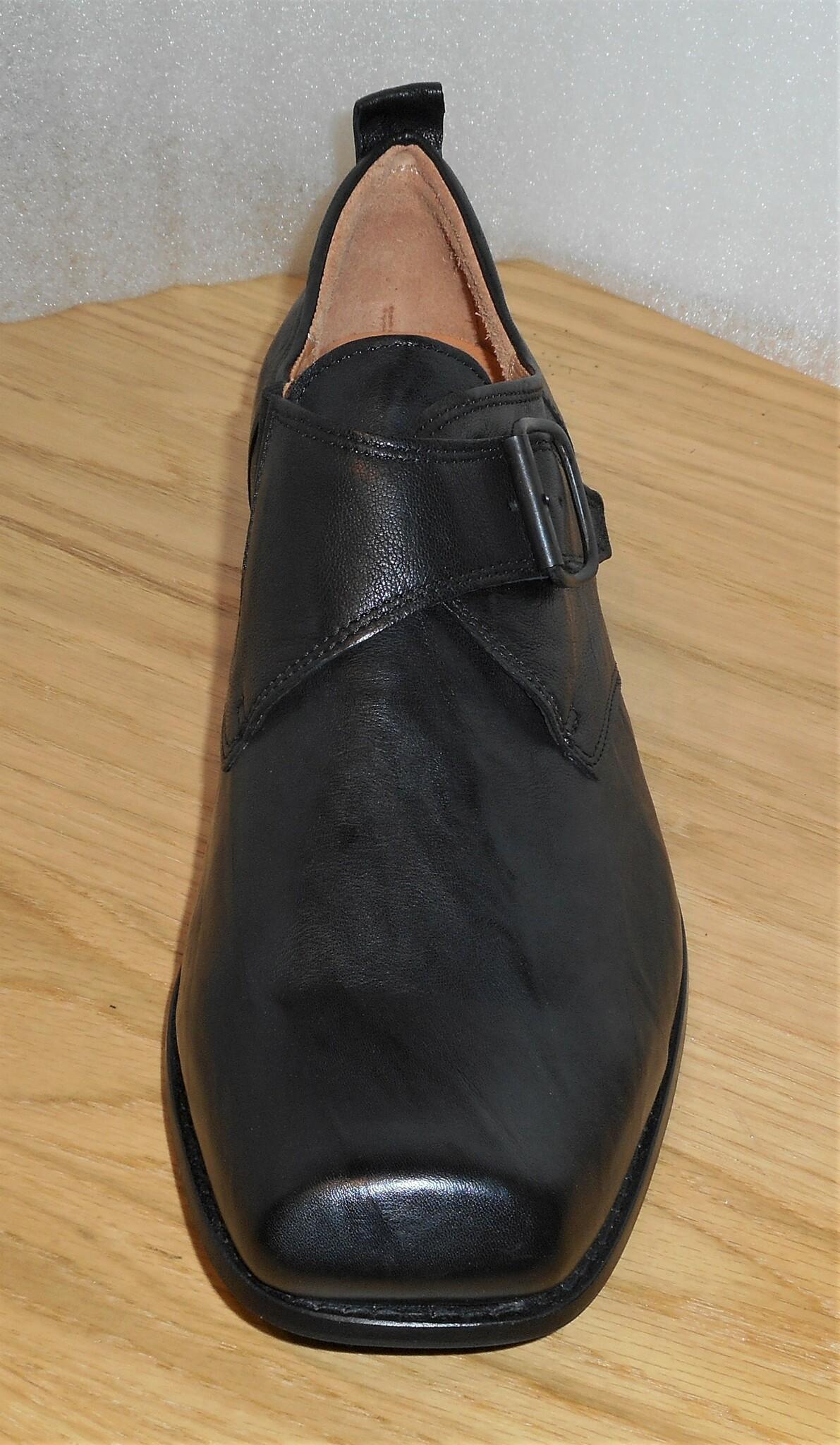 Svart sko med kardborreknäppning - fabrikt Think!