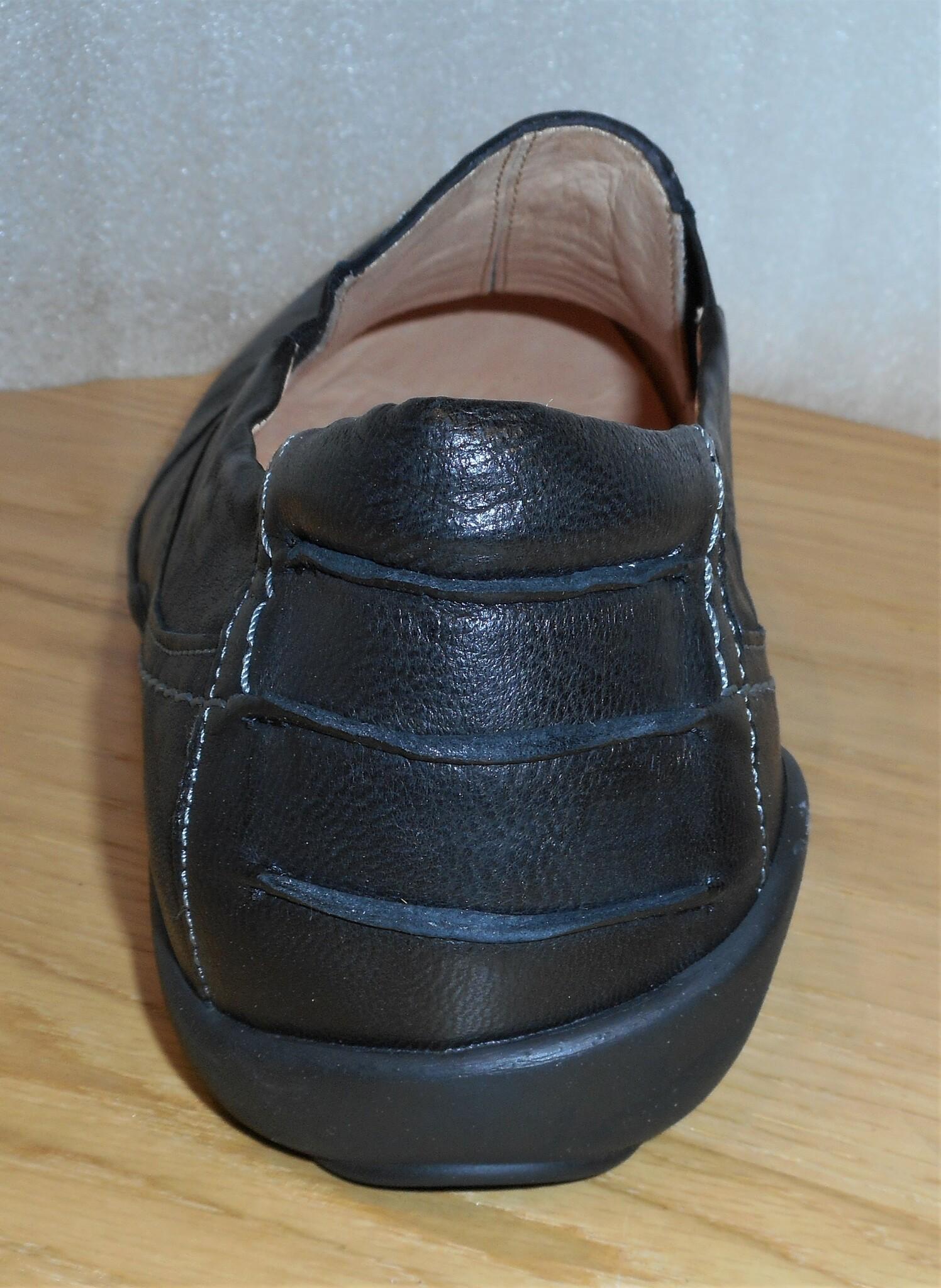 Svart loafer med resår i sidorna - fabrikat Think!