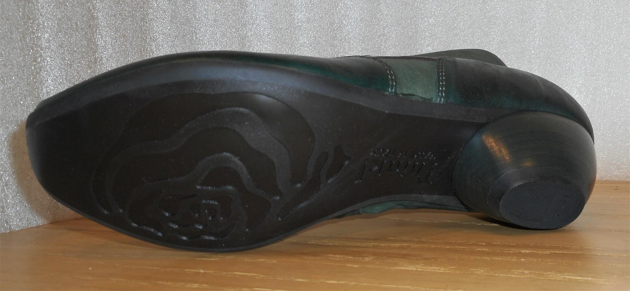 Mörkgrön boots från fabrikat Think!