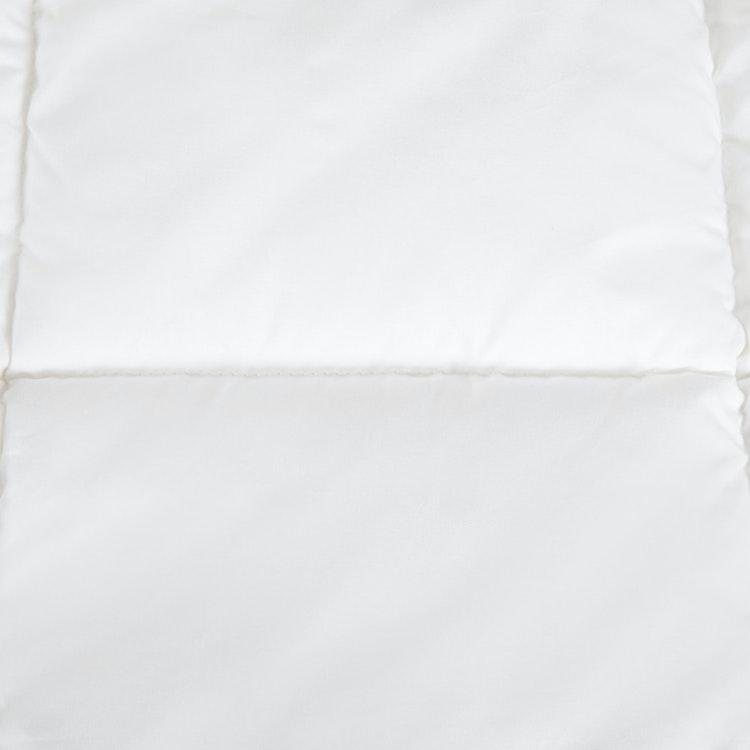 Exklusivt Babytäcke / Barntäcke - 100x130 cm - Hålfiber - Bomullscambric - 233TC - 300 GSM - Vit