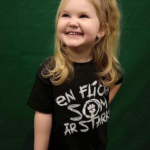 T-shirt - En flicka som är stark