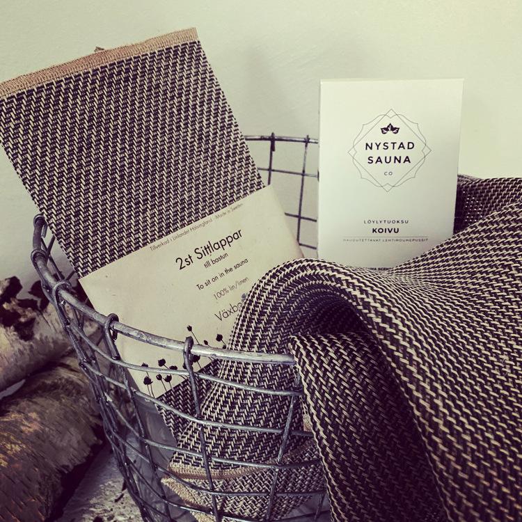 Lyx bastu låda med bastu doft från Nystad Sauna, sittlappar från Växbo Lin, torkad björk, L:A Bruket tvål