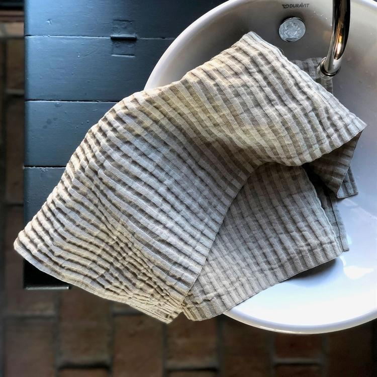 Hår och Handduk från Växbo Lin, naturliga färger, svensk