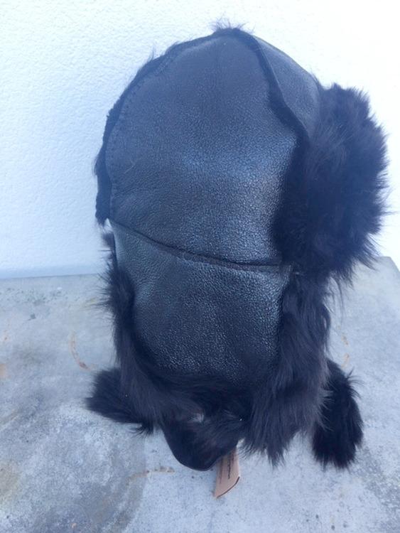Fårskinnsmössa med öronlappar