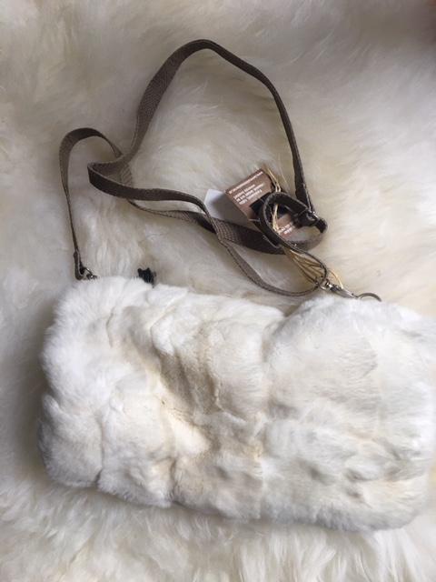 Muff i fårskinn /kaninpäls
