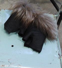 Torgvantar i fårskinn och päls
