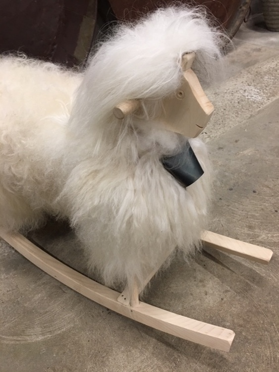 Gungfår i äkta fårskinn