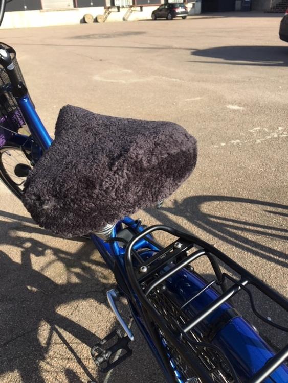 Cykelsadelskydd i äkta fårskinn