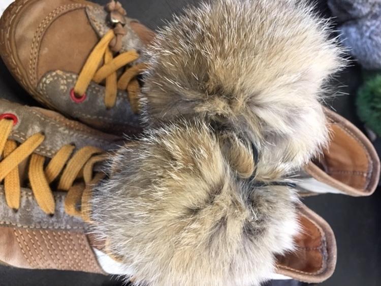Pelsdetalj er till skor