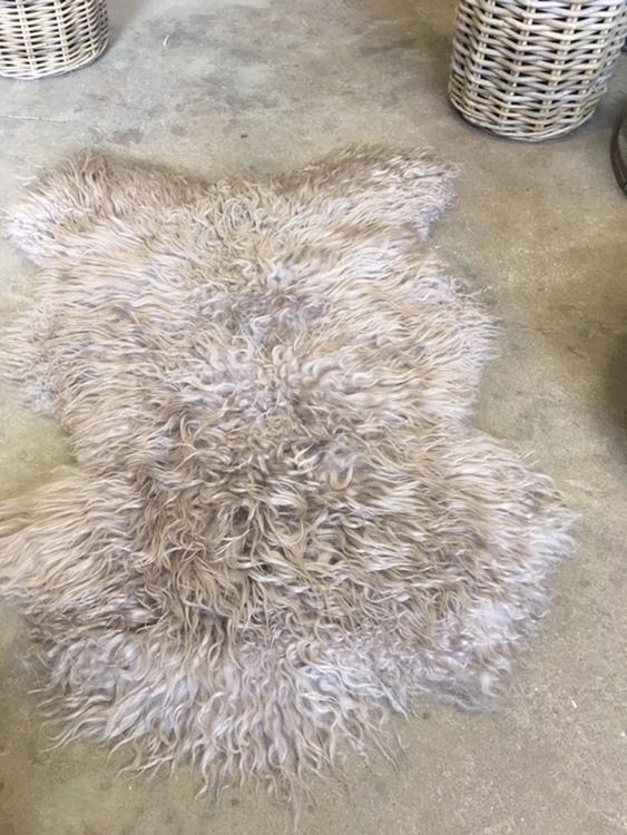 Isländskt lockigt  fårskinn