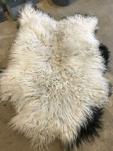 Isländskt fårskinn off white
