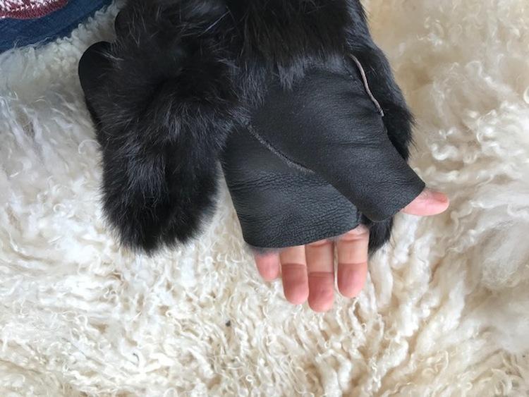 Torgvantar i fårskinn/päls