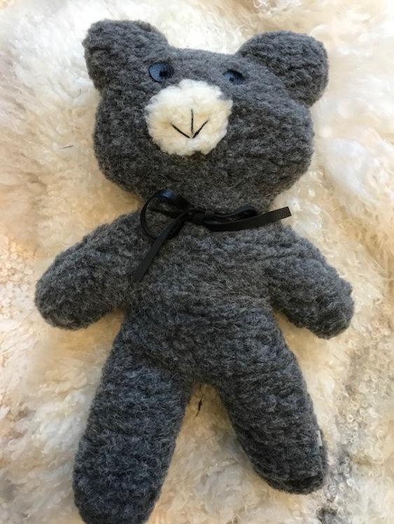 Nallebjörn  Theodor grå av äkta ull