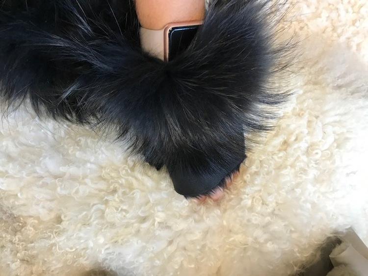 Torgvantar i fårskinn med pälskant
