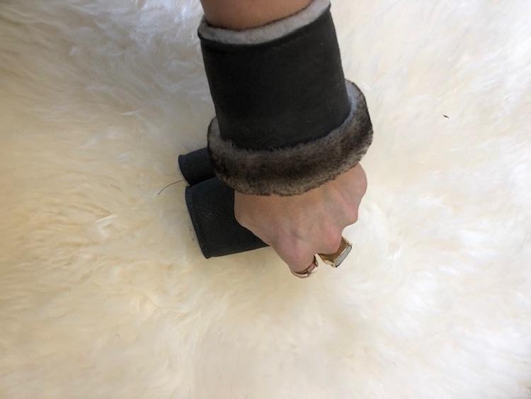 Handledsvärmare i fårskinn