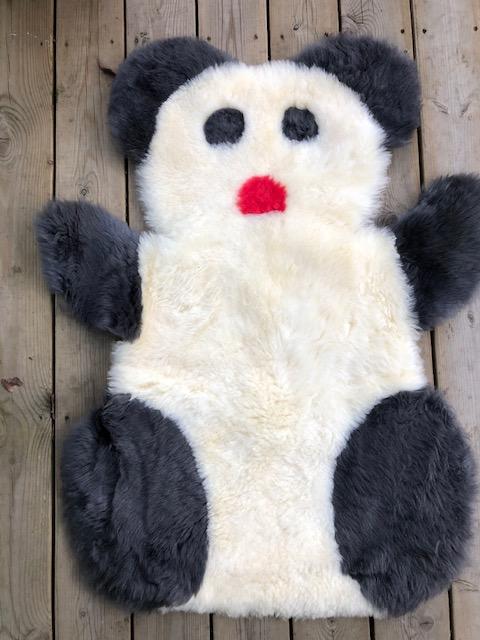 Pandamatta i  fårskinn-vit
