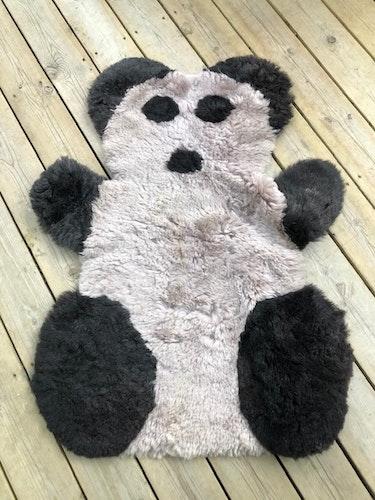 Pandamatta i  fårskinn
