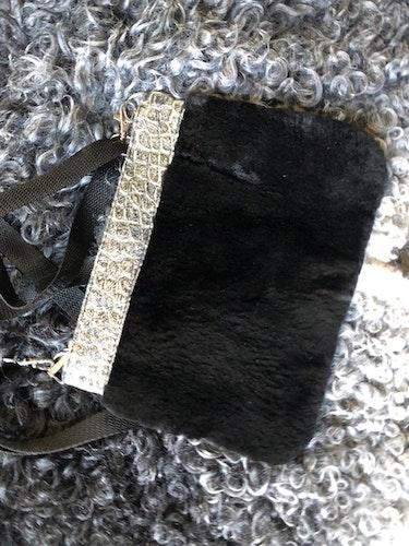 Pälsväska-svart