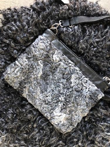 Pälsväska-grå