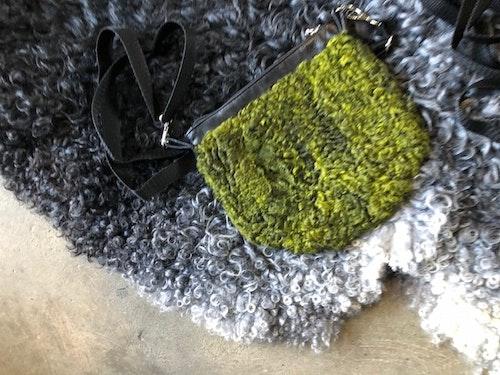 Pälsväska-grön