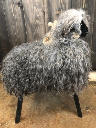 Fårstol  i götländskt fårskinn/Hantverk